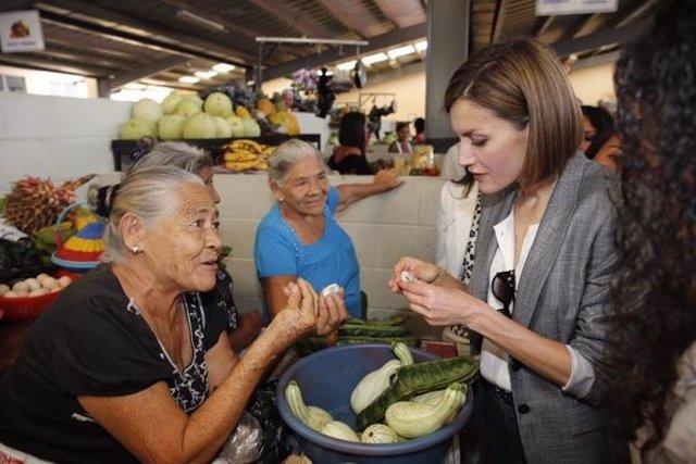 La Reina Letizia en su visita a El Salvador