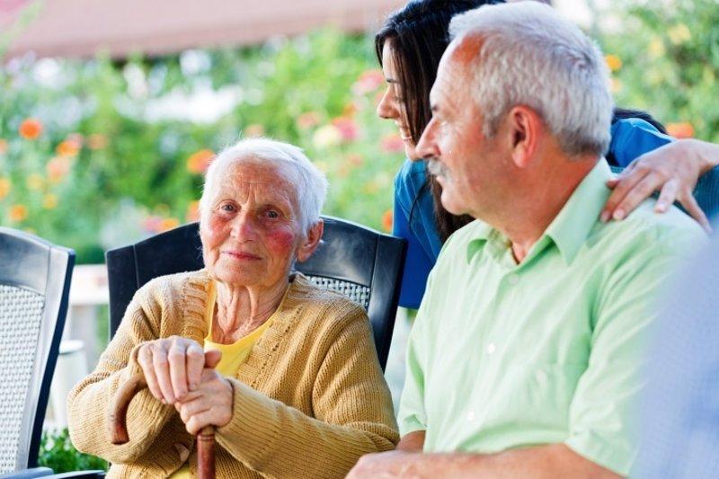 Resultado de imagem para ancianos oftalmologo
