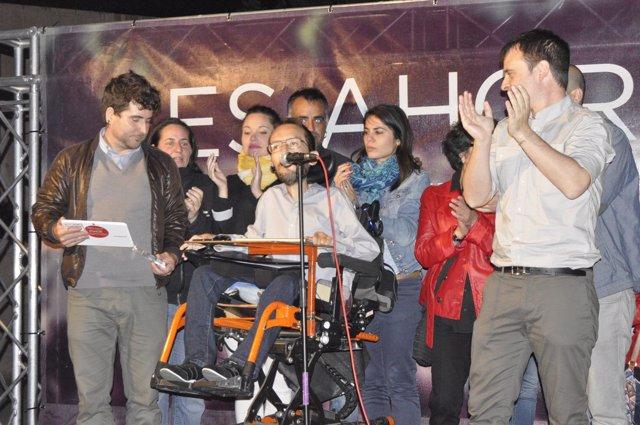 Echenique con candidatos de Podemos tras conocer los resultados electorales.