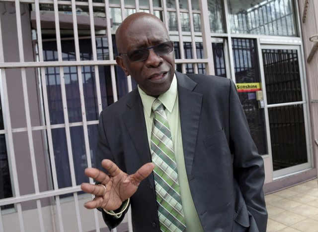 Exvicepresidente de la FIFA se entrega tras ser acusado de corrupción