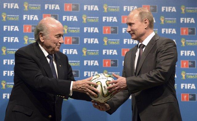 El presidente de la FIFA,Joseph Blatter, y presidente de Rusia, Vladimir Putin