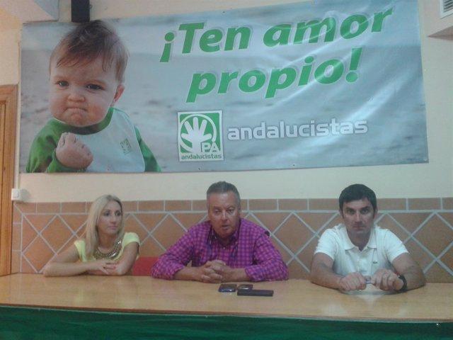 Juan Carlos Benavides acompañado por miembros de su equipo
