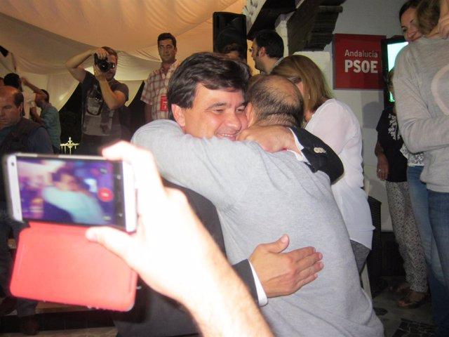 El candidato del PSOE a la Alcaldía, Gabriel Cruz, tras ganar las elecciones.