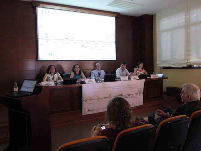 María Ángeels Muñoz en un simposio en Badajoz