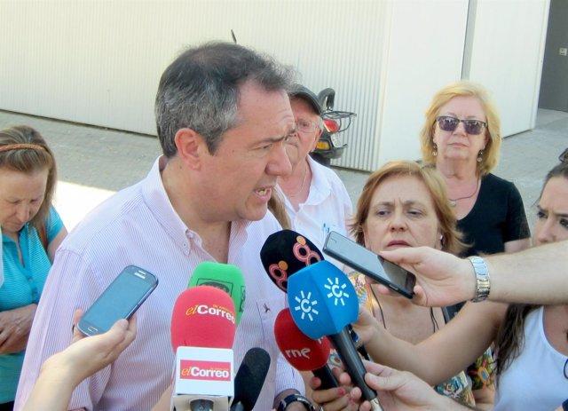 Juan Espadas, durante su visita a San Pablo