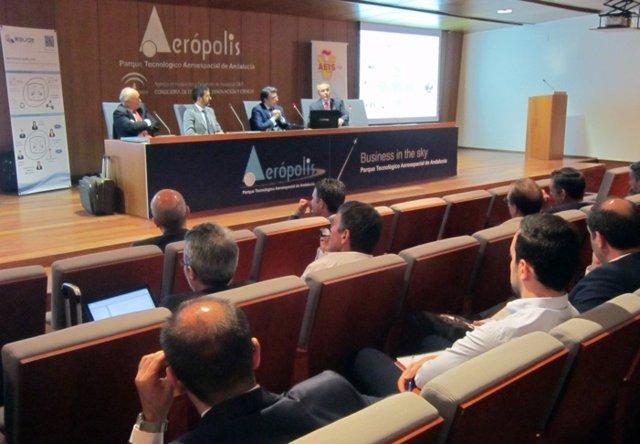 Expertos del sector aeroespacial participan en una jornada en Aerópolis.