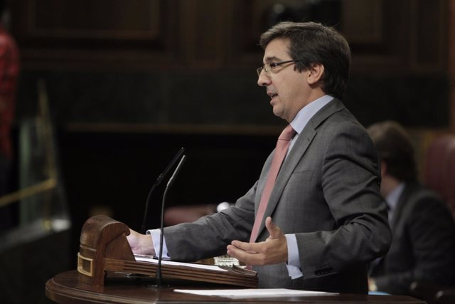Carlos Salvador, diputado de UPN, en el hemiciclo
