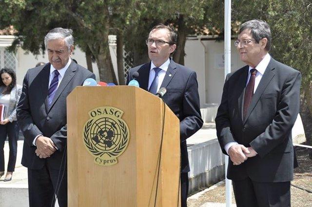 Nicos Anastasiades, Espen Barth Eide y Mustafa Akinci