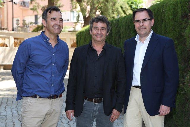 Eduard Fernández, en el centro, con Seva (Izq en la imagen) y Albadalejo (dcha)