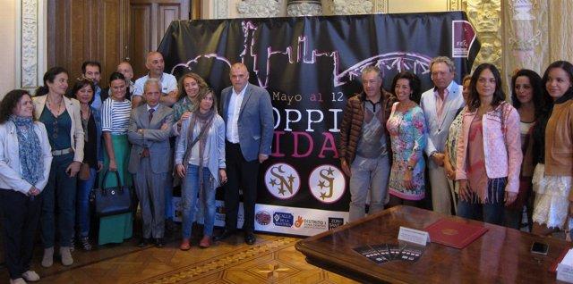 La concejal de Cultura, Comercio y Turismo junto a comerciantes de la ciudad