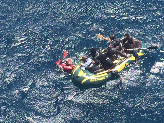 Embarcación rescatada por Salvamento Marítimo en el Estrecho