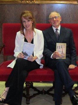Los escritores Vanessa Montfort y Edwaer Rutherfurd en Zaragoza
