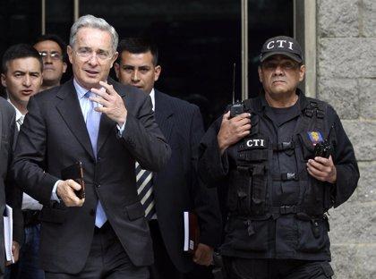 """Uribe visita a la exdirectora del DAS y la califica de """"presa política"""""""