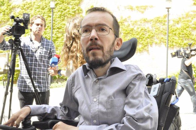 Pablo Echenique tras el encuentro con Lambán.