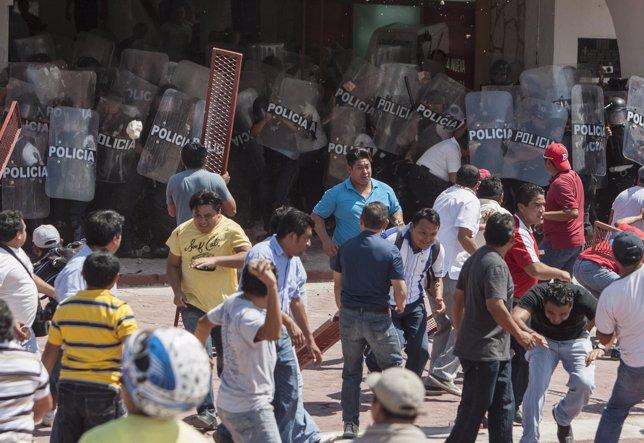 Maestros mexicanos en protesta por la reforma educativa
