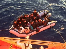 Rescatados 20 magrebíes de una patera localizada al suroeste de Balerma