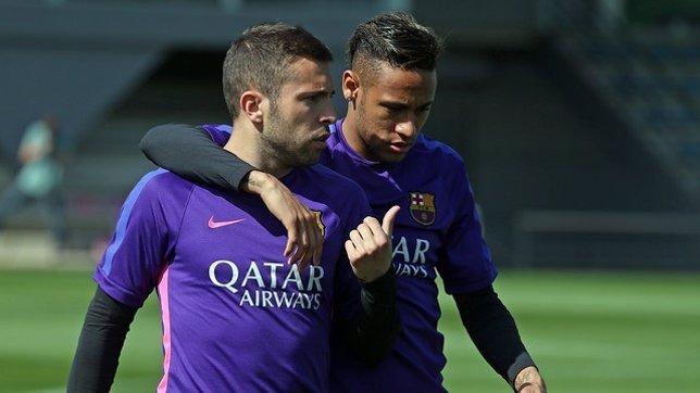 Jordi Alba y Neymar entrenando con el Barcelona