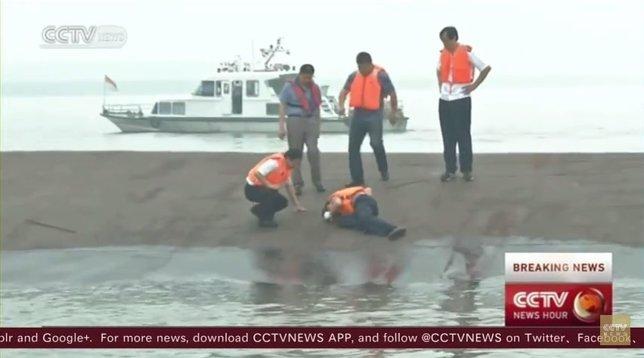 Labores de rescate en el naufragio en China
