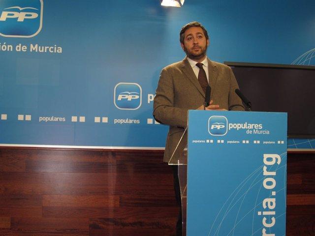 El 'popular' Víctor Manuel Martínez ofrece rueda de prensa en la sede del PP