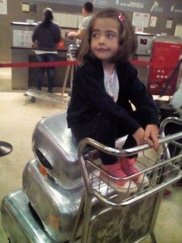 La pequeña Nayra vuela a California para operarse del corazón