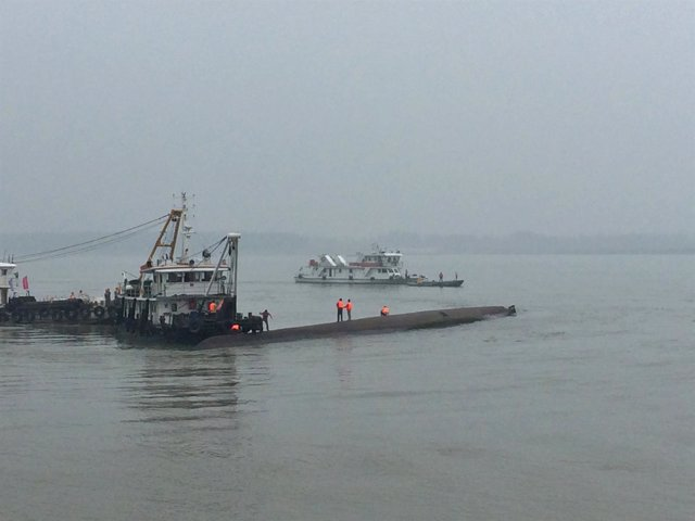 Naufaga un barco en China con más de 450 personas a bordo