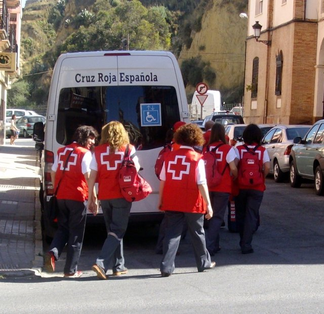 Miembros De Cruz Roja En Huelva.