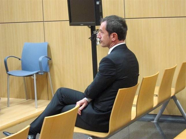 Carlos Crespo en el banquillo acusado por balnqueo en Emarsa