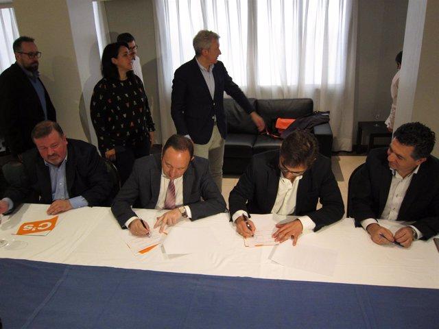 Sanz y Ubis firman el pacto de regeneración democrática
