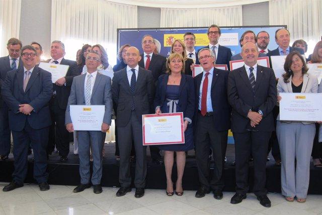 Jaime García-Legaz con los galardonados del Premio Nacional de Comercio de 2014