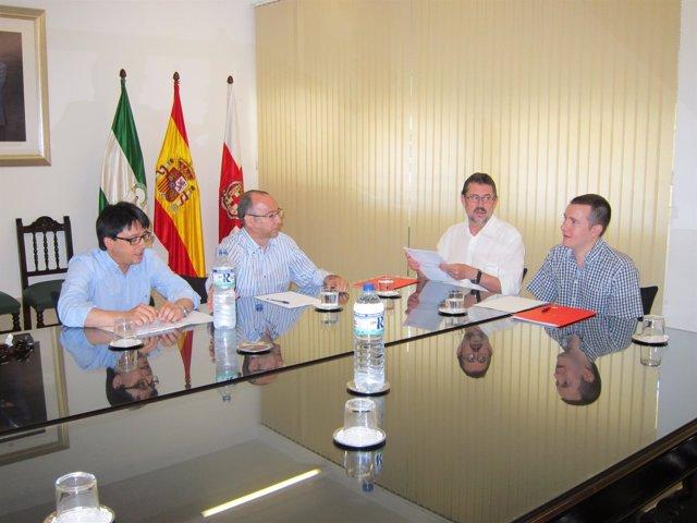 Los candidatos de PP e IULV-CA se reúnen para abordar el gobierno local