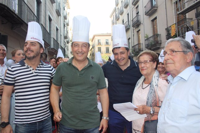 Más De 300 Personas Reciben A Los Hermanos Roca En Girona