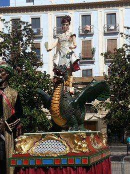 La Tarasca desfila por las calles de Granada