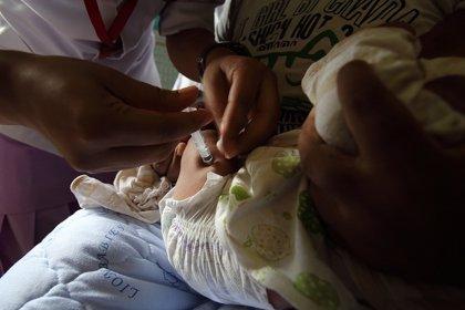 Pediatras critican que no se vacunen a niños de patologías como la difteria