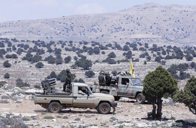 Milicianos de Hezbolá en la frontera entre Líbano y Siria