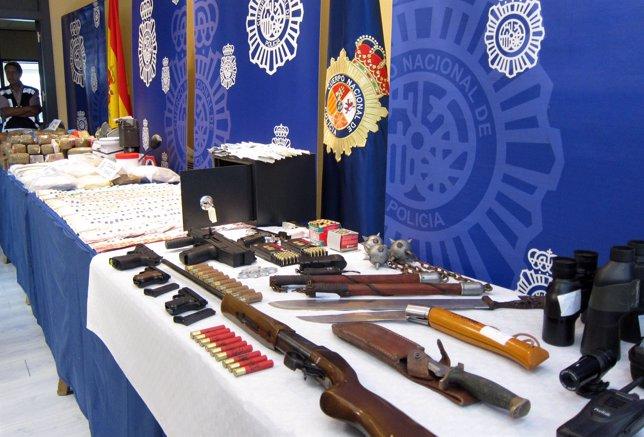 Droga, armas, dinero y otros objetos incautados en la operación 'Yogur'