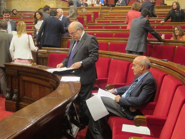 Diputados llegan al pleno del Parlament. Entre ellos, B.Ruiz y A.Mas-Colell
