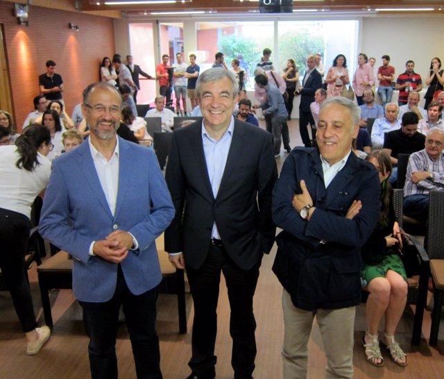 Luis Garicano acompañado por los candidatos de C's Fuentes y Presencio