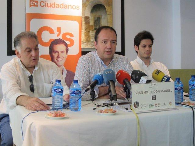 Ciudadanos Cáceres presenta el documento para negociar la investidura de Nevado