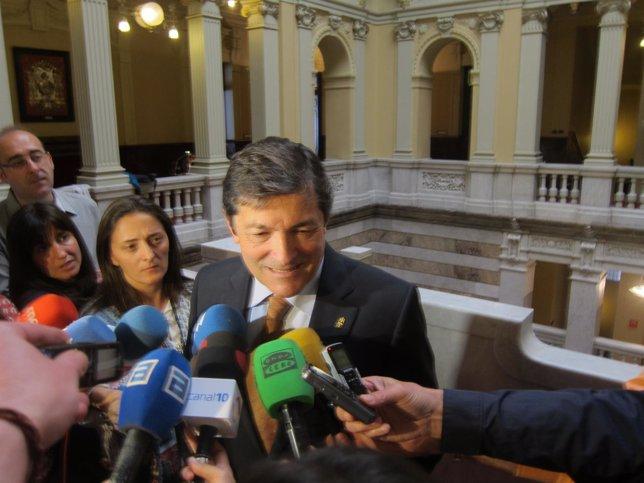 Javier Fernández tras su reunión con Gaspar Llamazares.