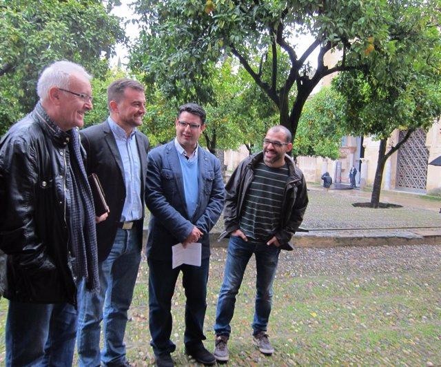 García (2º dcha.) ya reclamó en la propia Mezquita su titularidad pública