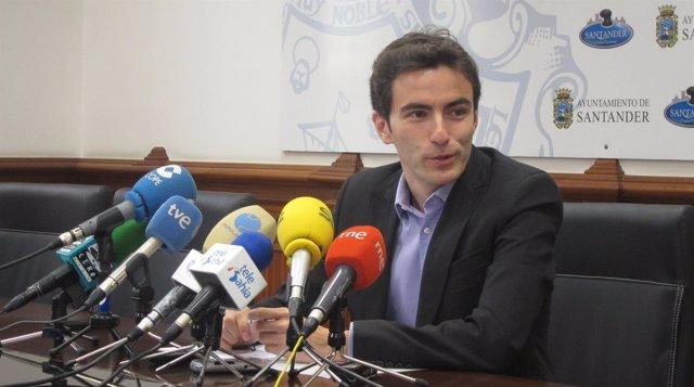 El candidato del PSOE en Santander, Pedro Casares