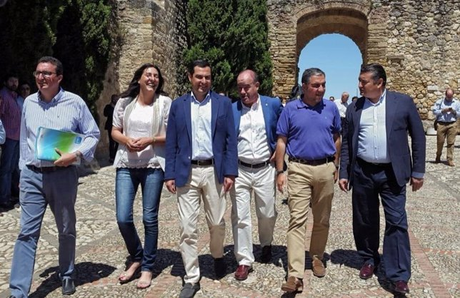 Juanma Moreno con presidentes provinciales PP en Antequera