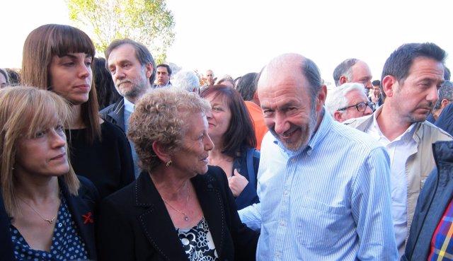 Pérez Rubalcaba durante su visita a Salamanca con simpatizantes del PSOE