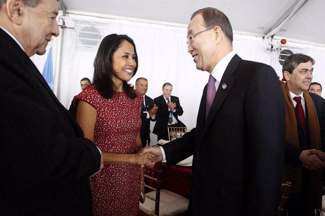 La primera dama de Perú, Nadine Heredia, y el jefe de la ONU, Ban Ki Moon