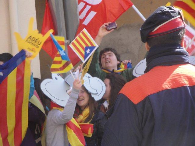 50 Personas Reciben Al Príncipe Con Críticas A La Monarquía En Tremp (Lleida)