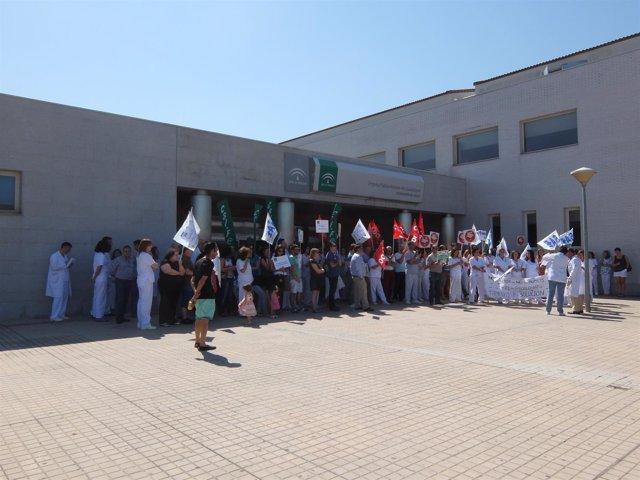 Concentración de empleados del Hospital Alto Guadalquivir.