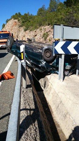 Vehículo volcado en Villagordo del Cabriel