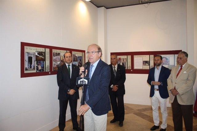 Pedro Rodríguez inaugura la exposición de la Hermandad de Oración en el Huerto