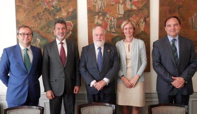 Reunión de delegación de Sedigas con Arias Cañete