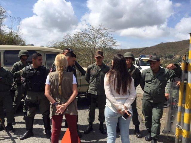 Las mujeres de Ceballos y López denuncian restricciones para verles en prisión